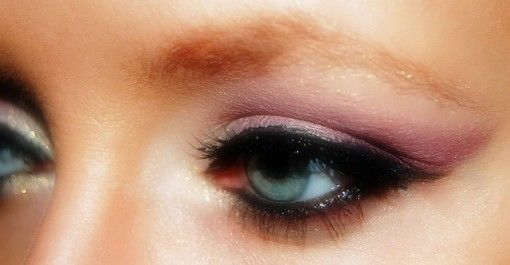 Eyeliner Make-up - efekt podkreślonych oczu