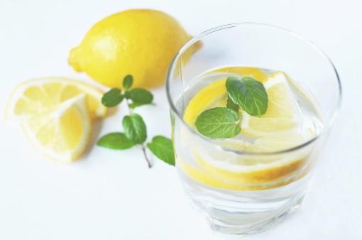 Woda z cytryną? Tak, tak, TAK!